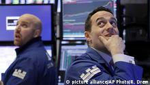 05.02.2018+++ Specialists John Parisi, left, and Michael Gagliano work on the floor of the New York Stock Exchange, Monday, Feb. 5, 2018. The Dow Jones industrial average plunged more than 1,100 points Monday as stocks took their worst loss in six and a half years. (AP Photo/Richard Drew)  