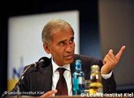 Dr. Mojib Latif.