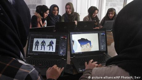Afghanistan Programmiererinnen Code to Inspire (picture-alliance/AP Photo/A. Seir)