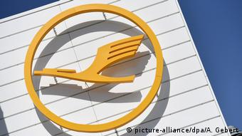 Lufthansa Logo in yellow (picture-alliance/dpa/A. Gebert)