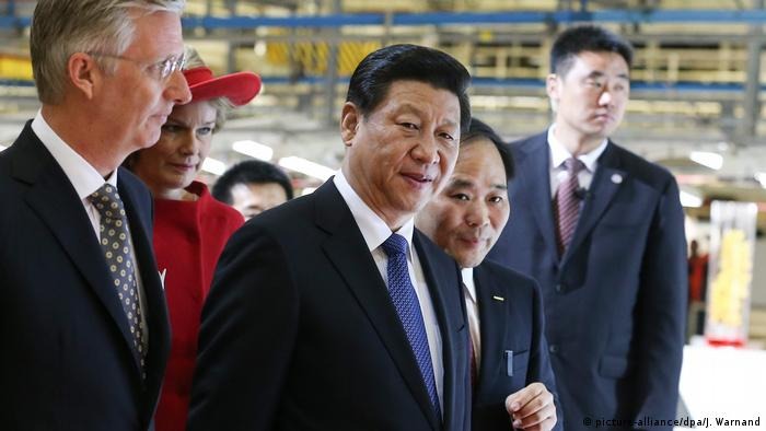 Chinesischer Präsident Xi Jinping besucht Vovlo (picture-alliance/dpa/J. Warnand)