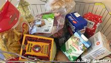 Lebensmittel in einem Einkaufswagen Russland
