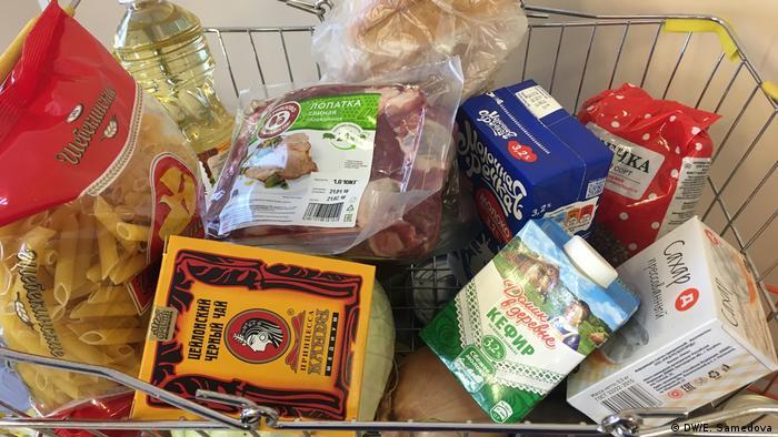 Тележка супермаркета с продуктами