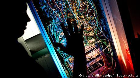 сервер с проводами