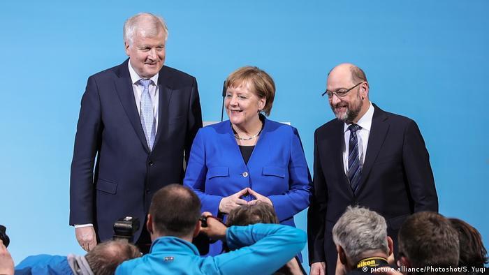 Koalitionsverhandlungen SPD Union Angela Merkel Horst Seehofer und Martin Schulz (picture alliance/Photoshot/S. Yuqi)