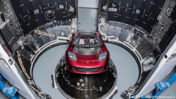 USA Elon Musk schießt Tesla-Roadster mit neuer Super-Rakete ins All (picture-alliance/ZUMA Wire/Space X)