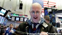 06.02.2018 Trader Kevin Walsh works on the floor of the New York Stock Exchange at the closing bell Tuesday, Feb. 6, 2018. Stocks closed sharply higher on Wall Street after another turbulent day of steep ups and downs. (AP Photo/Richard Drew)