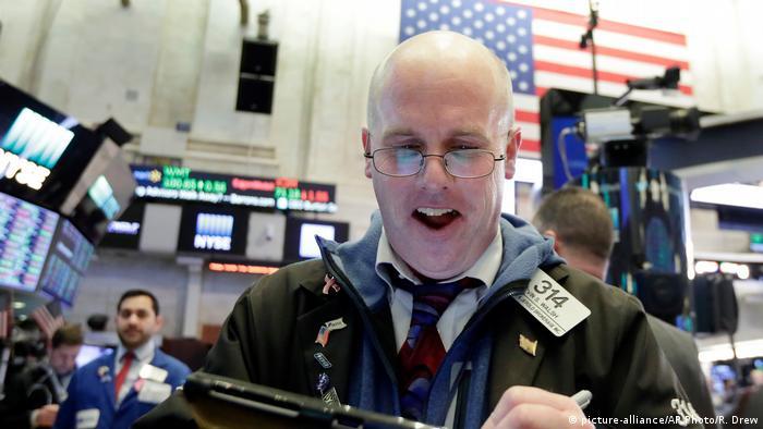 USA New York Wall Street (picture-alliance/AP Photo/R. Drew)