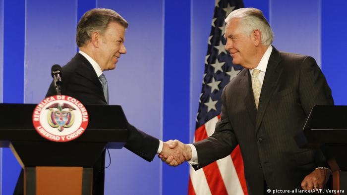 Kolumbien Juan Manuel Santos und Rex Tillerson (picture-alliance/AP/F. Vergara)