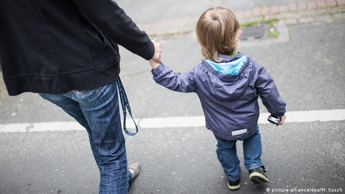 A German single-parent family (picture-alliance/dpa/M. Kusch)