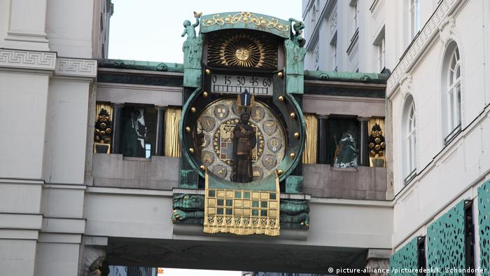 Austria - Anchor Clock in Vienna (picture-alliance /picturedesk/K. Schöndorfer)
