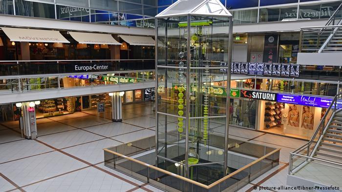 Berlin Eingangsbereich des Europacenter - Die schönsten Uhren Europas (picture-alliance/Eibner-Pressefoto)
