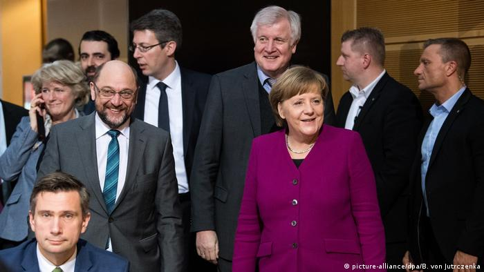 Coalition talks with Schulz, Seehofer and Merkel (picture-alliance/dpa/B. von Jutrczenka)
