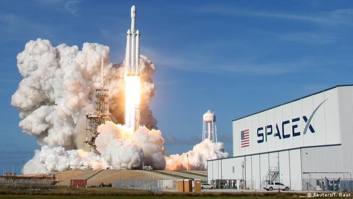 SpaceX Falcon Heavy rocket launching from Kennedy Space Center in Cape Canaveral (Reuters/T. Baur)