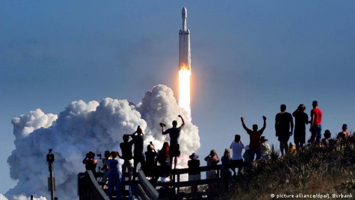 Rakete «Falcon Heavy» hebt zu Jungfernflug ab