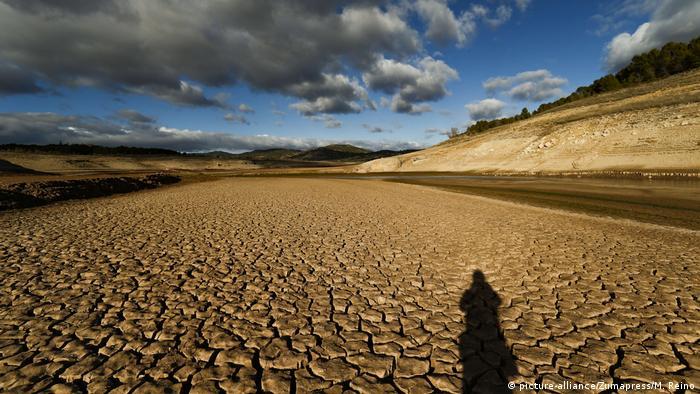 Spanien Dürre im Targus-Fluss (picture-alliance/Zumapress/M. Reino)