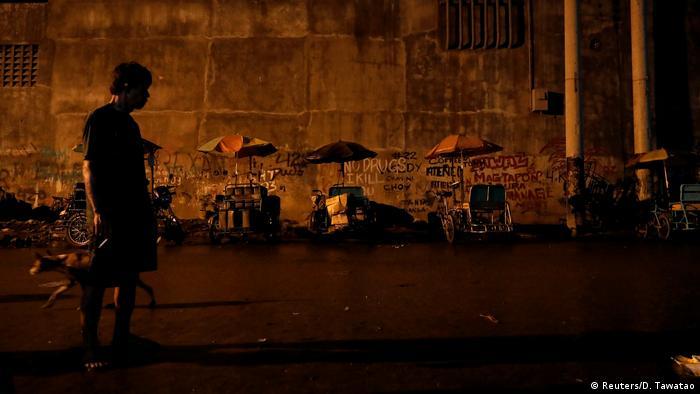 Salah satu kawasan kumuh di Manila (Reuters/D. Tawatao)