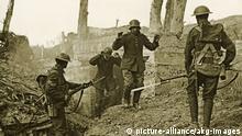 Im Westen nichts Neues- Westfront, 1. Weltkrieg- deutsche Soldaten ergeben sich