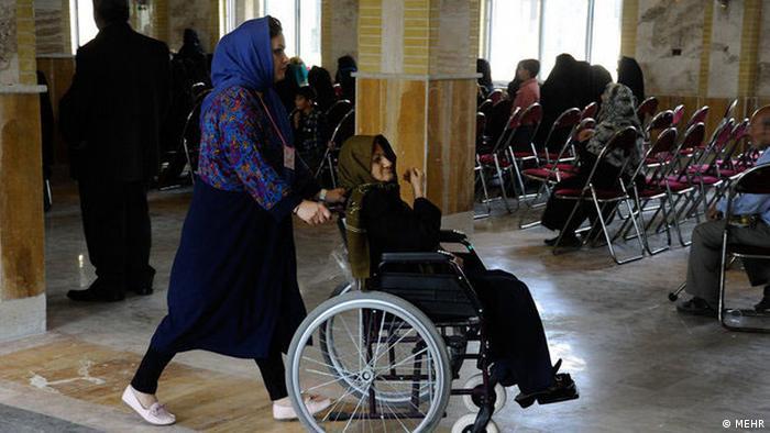 ۷۰ درصد سالمندان کشور بیمه تکمیلی ندارند. این در حالی است که بیماریهای مفصلی، مشکلات کلیوی و عروقی و ضعف بینایی و شنوایی از جمله بیماریهای رایج در دوران سالمندی یا سالخوردگی هستند و درمان بسیاری از آنها به صورت سرپایی میسر نیست.