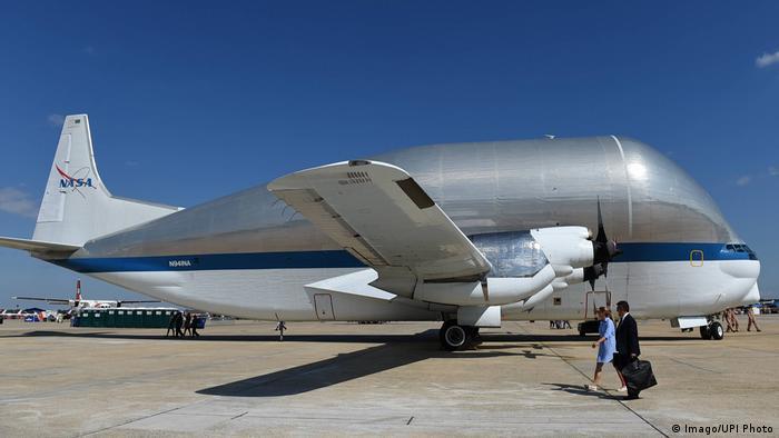 کمپانی ایرو اسپیس اولین پرواز این هواپیمای ترابری را در سال ۱۹۷۴ به انجام رساند و بعدا در خدمت ناسا قرار گرفت. این هواپیما قابلیت حمل ۲۳ تن بار و طی مسافت ۳ هزار و ۲۱۹ کیلومتر را دارد.