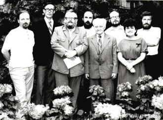 În fotografie cîţiva membri ai cenaclului Adam Müller Gutenbrunn, la Timişoara în 1984.