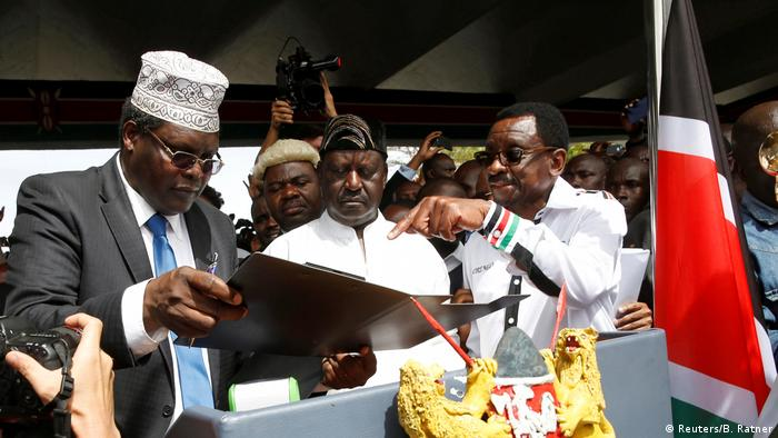 Miguna Miguna (left) with Raila Odinga (center) at the symbolic swearing in ceremony (photo: Reuters/B. Ratner)