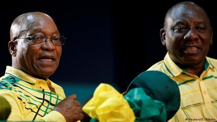 Kushoto: Jacob Zuma rais aliyejiuzulu. Kulia: Rais mpya wa Afrika Kusini Cyril Ramaposa(Reuters/S. Sibeko)