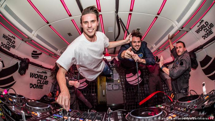 Dutch DJ duo W&W float on a zero gravity plane (picture alliance/dpa/Berlinièros PR)