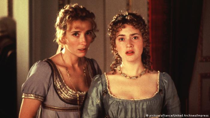 Two women look into camera, scene from 'Sense and Sensibility' (picture-alliance/United Archives/Impress)