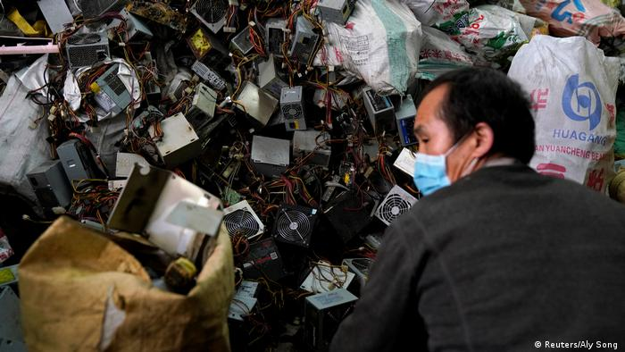 Photo: A worker wearing a mask sorts through trash (Source: Reuters/Aly Song )