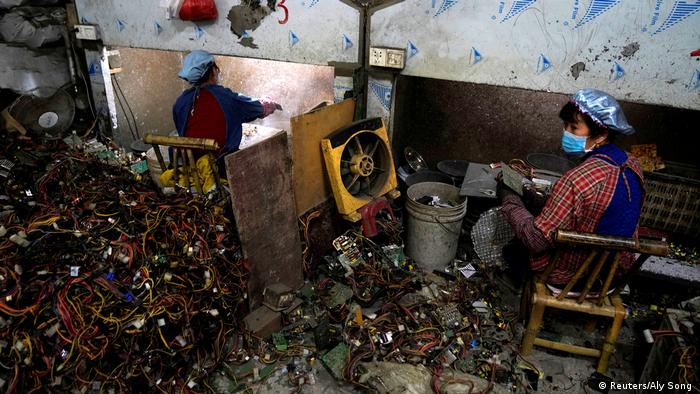 Photo: Workers sorting trash (Source: Reuters/Aly Song )