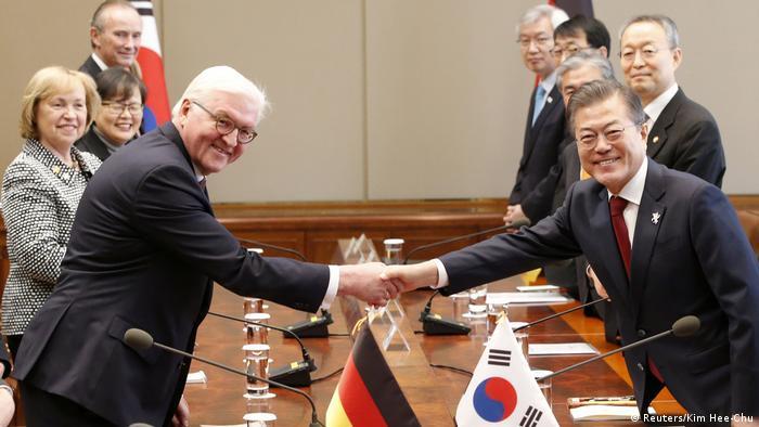 Frank-Walter Steinmeier in South Korea (Reuters/Kim Hee-Chu)