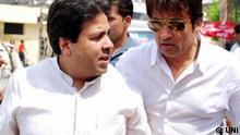 Politiker der Kongresspartei Rajiv Shukla mit Cricketsar Md. Azaharuddin
