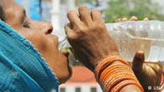 Frau trinkt (Foto: ap)