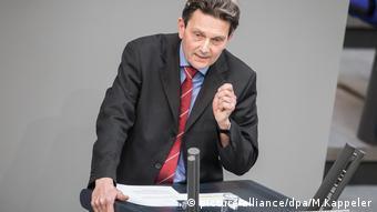 Rolf Mützenich (SPD) spricht im Bundestag in Berlin