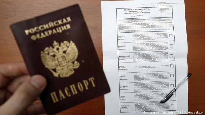 Russland Präsidentswahlen | Wahlzettel (picture-alliance/dpa/TASS/A. Geodakyan)