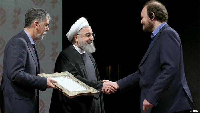 Iran Klaus von Stosch bekommt den Preis für das beste Buch vom Präsident Hassan Rohani