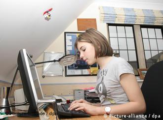 Девушка с дипломной работой работа для модели в краснодаре