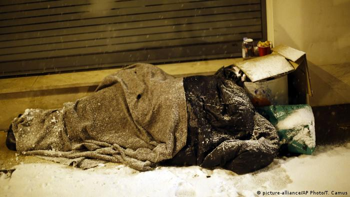 French homeless man (picture-alliance/AP Photo/T. Camus)
