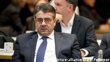 Deutschland Koalitionsverhandlungen von Union und SPD | Außenminister Sigmar Gabriel