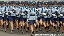Indonesien Soldatinnen in einer Militärparade