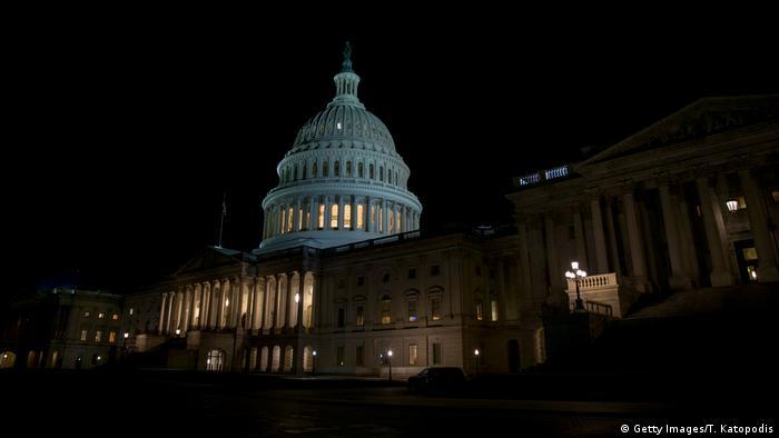 Washington Kongressgebäude bei Nacht (Getty Images/T. Katopodis)