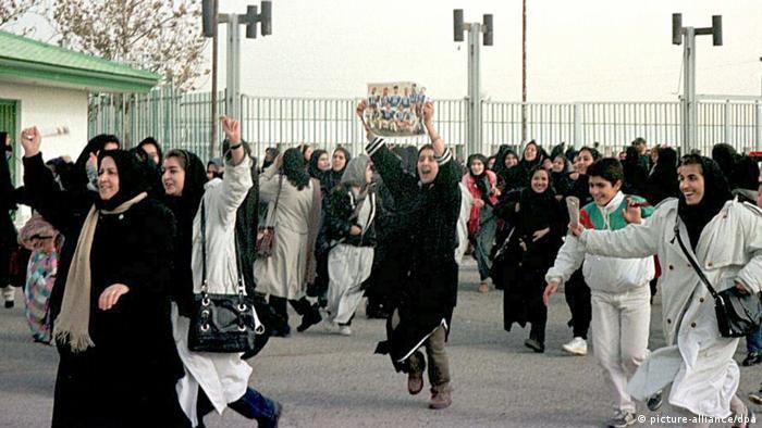 Fußball: Iranische Frauen bejubeln WM-Teilnahme (picture-alliance/dpa)