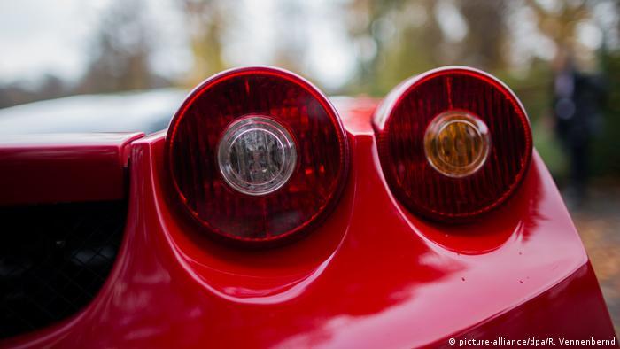 Просто красивая деталь: задние фонари Ferrari Enzo.