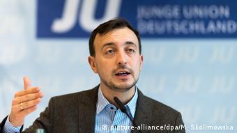 Επικρίσεις από τον Πάουλ Τσέμιακ και άλλα ηγετικά στελέχη του κυβερνητικού συνασπισμού στο Βερολίνο