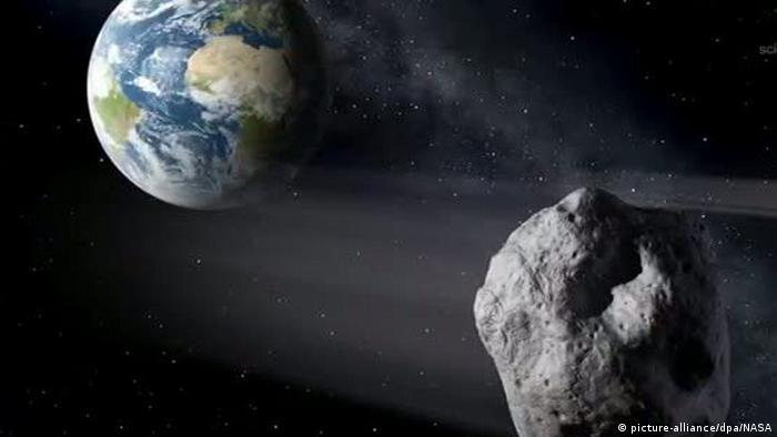 Unerwarteter Besuch Aus Dem All Asteroid Schrammt An Der Erde