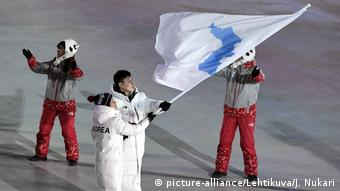 Südkorea - Pyeongchang 2018 Winter Olympics - United Korea Flagge (picture-alliance/Lehtikuva/J. Nukari)