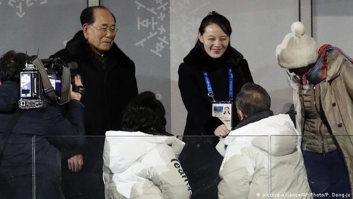 2018 Pyeongchang Winter Olympic Games Eröffnungsfeier - Südkoreanischer Präsident begrüßt Kim Jong Uns Schwester (picture-alliance/AP Photo/P. Dong-ju)
