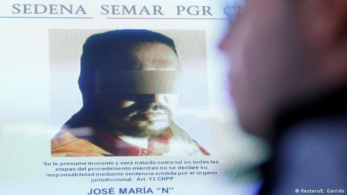 Mexico - Zentrales Mitglied der Los Zetas Jose Maria Guizar (Z43) auf Bildschirm in Mexico City (Reuters/E. Garrido)