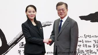 Preşedintele Moon Jae-in alături de frumoasa Kim Yo Jong, sora preşedintelui nord-coreean Kim Jong Un